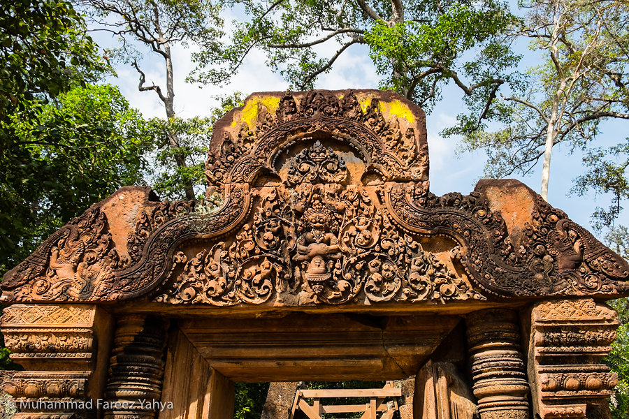 Carvings at archway of Banteay Srei
